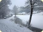 Wanderung durch das verschneite Tal