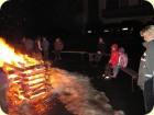 Silvester feiern am offenen Feuer.